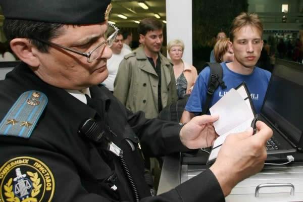 Ограничение выезда за границу должникам
